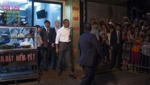 U.S. President Barack Obama departs after eating dinner at Bun cha Huong Lien with CNN's Anthony Bourdain in Hanoi. (AFP / JIM WATSON)