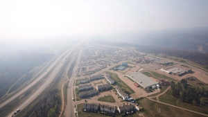 FILE - Smoke fills the sky from wildfires over Fort McMurray, Alta., on Friday, May 13, 2016 (THE CANADIAN PRESS/Jason Franson)