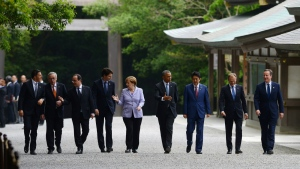 Italian Prime Minister Matteo Renzi, left to right, President of the European Commission Jean-Claude Juncker, President of France Francois Hollande, Canadian Prime Minister Justin Trudeau, German Chancellor Angela Merkel, U.S. President Barack Obama, Japan Prime Minister Shinzo Abe, European Council President Donald Tusk, British Prime Minister David Cameron in Ise, Japan during the G7 Summit on Thursday, May 26, 2016. (Sean Kilpatrick / THE CANADIAN PRESS)