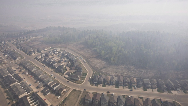 Smoke fills the sky from wildfires over Fort McMurray, Alta., in a May 13, 2016, file photo. (Jason Franson / THE CANADIAN PRESS)