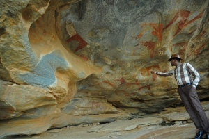This file photo taken on May 17, 2016 shows a primitive rock painting, one of a galaxy of colourful animal and human sketches to adorn the caves in the rocky hills of this arid wilderness in northern Somalia, near Hargeisa, home to Africa's earliest known and most pristine rock art. (© MOHAMED ABDIWAHAB / AFP)