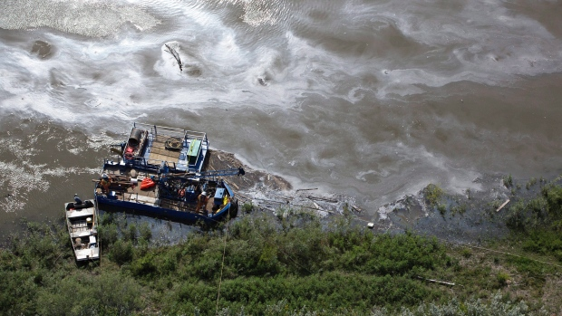 Crews work to clean up an oil spill on the North Saskatchewan river near Maidstone, Sask on Friday July 22, 2016. Husky Energy has said between 200,000 and 250,000 litres of crude oil and other material leaked into the river on Thursday from its pipeline. (THE CANADIAN PRESS / Jason Franson)