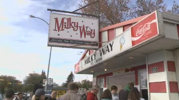 Milky Way serves ice cream on its last day of the 2016 season on October 9, 2016.