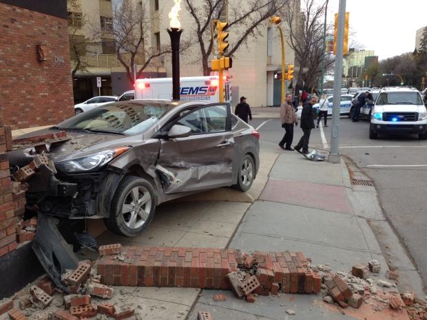 Car crashes into Golf's Steak House